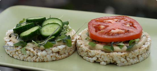 Rice cakes with hummus and cucumber spread